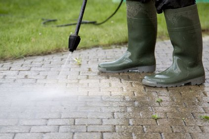 Driveway cleaning chelmsford essex jet washing for Pressure wash concrete patio